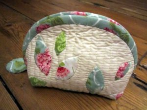 Applique quilted pouch